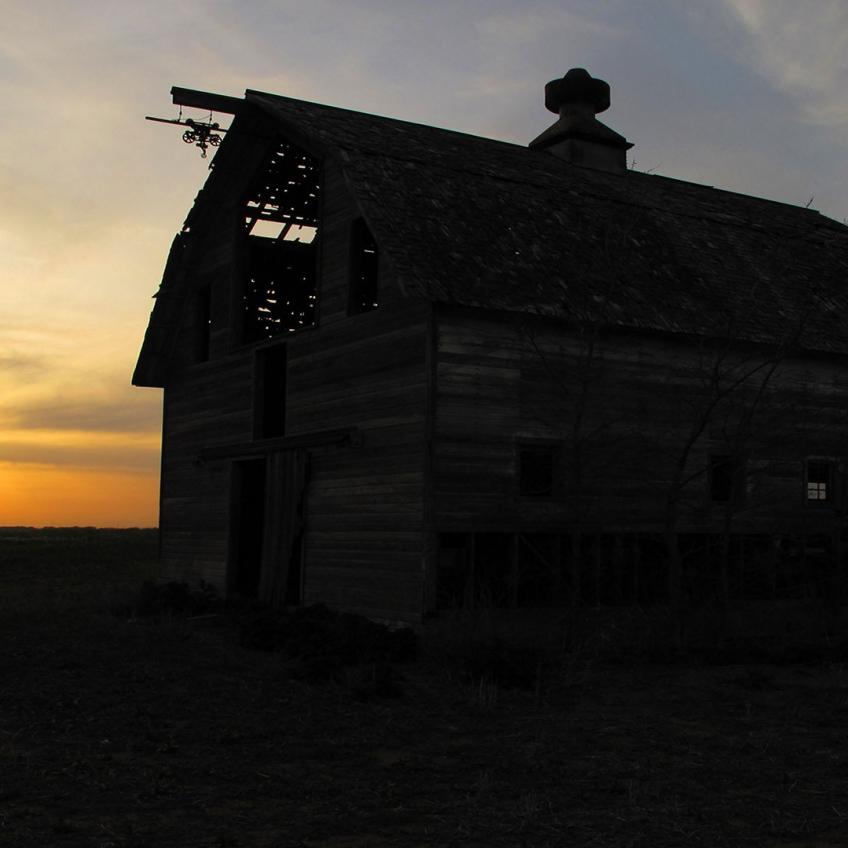Omaha Photography | Barn at Sunset